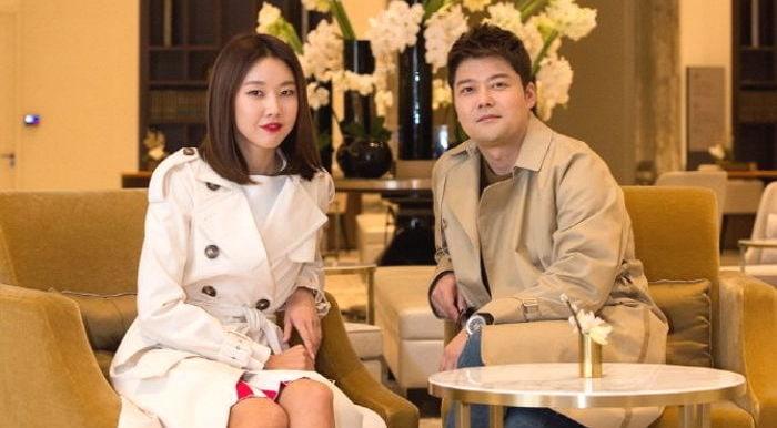 Jun Hyun Moo Names One Of His Favorite Things About Girlfriend Han Hye Jin