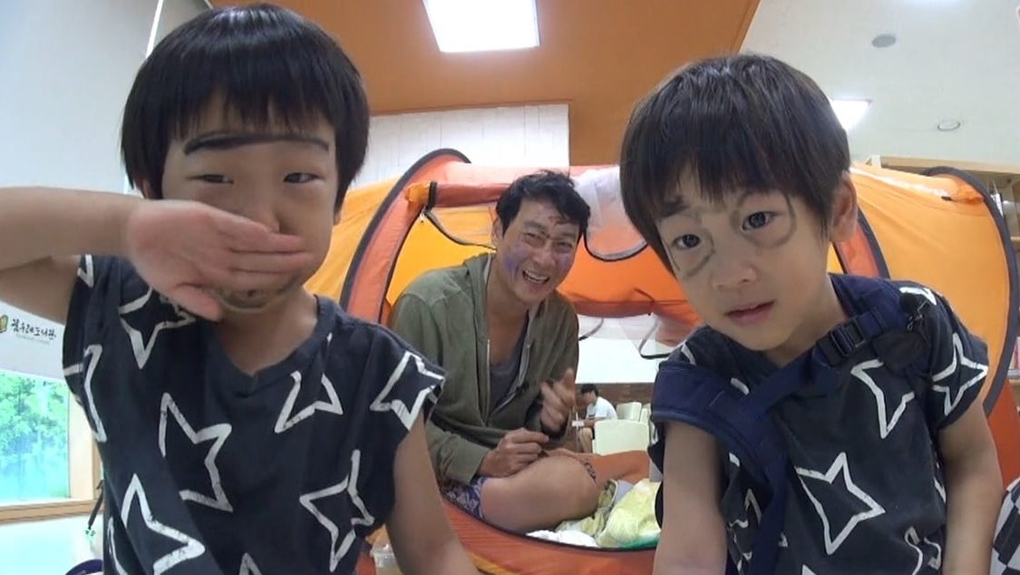 "Lee Hwi Jae And Twin Sons Confirmed To Be Leaving ""The Return Of Superman"""