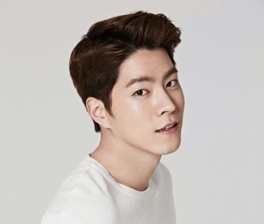 Hong Jong Hyun Signs With C-JeS Entertainment