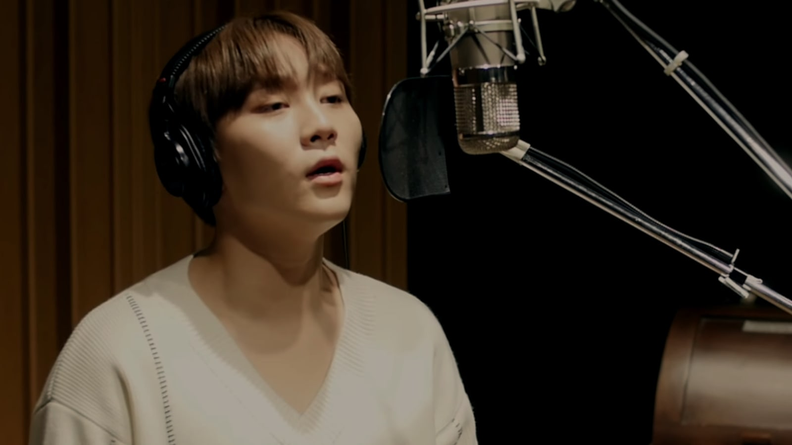 """Watch: SEVENTEEN's Seungkwan Describes That """"Kind Of Love"""" In MV For """"Mother"""" OST"""