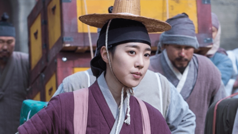 """Jin Se Yeon Becomes A Master Of Disguise For """"Grand Prince"""""""
