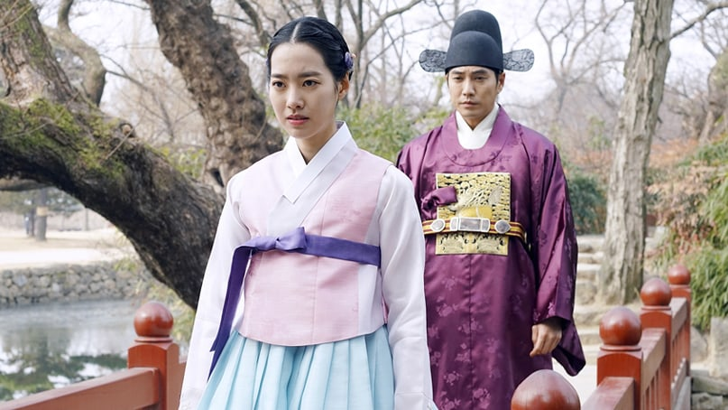 """Jin Se Yeon And Joo Sang Wook Are Locked In A Tense Confrontation In """"Grand Prince"""""""