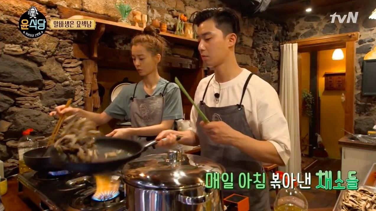 Park Seo Joon Shows How He Learned How To Cook Like A Pro