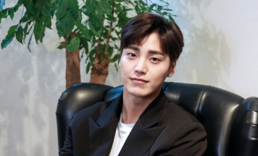 Lee Tae Hwan Talks About 5URPRISE Members And Former Co-Star Lee Jong Suk