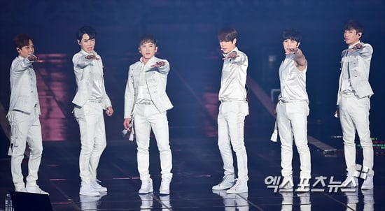Shinhwa Talks About Reaching Their 20th Anniversary And How Their Fans Are Like Family