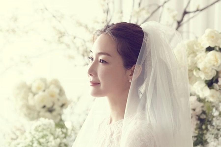 Reported details on choi ji woo 39 s wedding ceremony for Edric woo wedding dresses