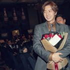 """Park Hae Jin Celebrates 12th Debut Anniversary With """"Four Sons"""" Team"""