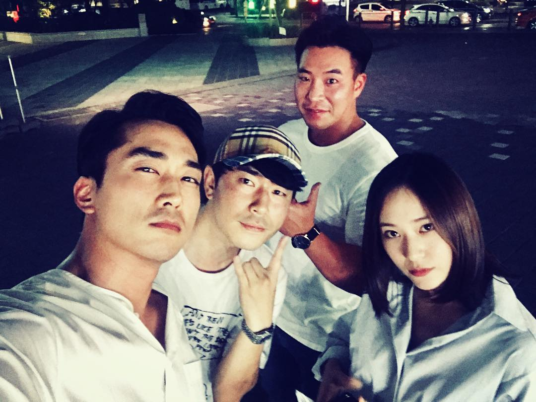 https://0.soompi.io/wp-content/uploads/2018/05/15232825/Song-Seung-Heon-Lee-Si-Eon-Krystal1.jpg