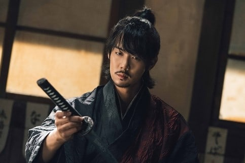 """Yoo Yeon Seok Lạnh Lùng Trong """"Mr.Sunshine"""""""