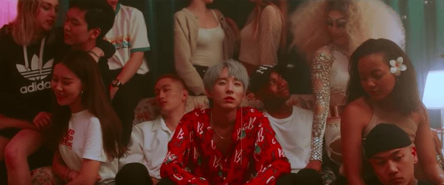 penyanyi-gay-asal-korea-ini-mengaku-tidak-takut-di-video-terbarunya