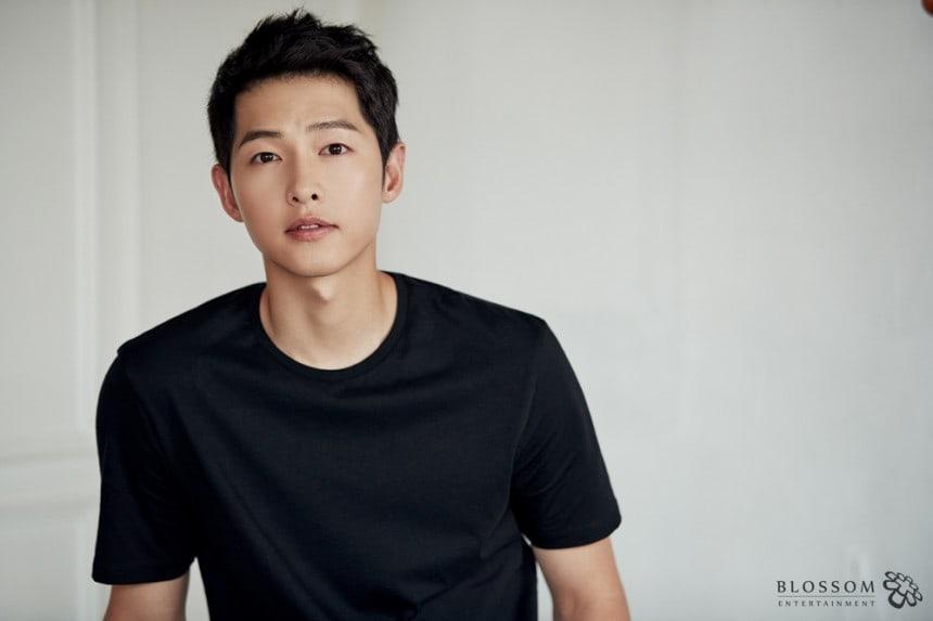 Song Joong Ki tái xuất 'cực ngố' sau 'tuần trăng mật lần 2'