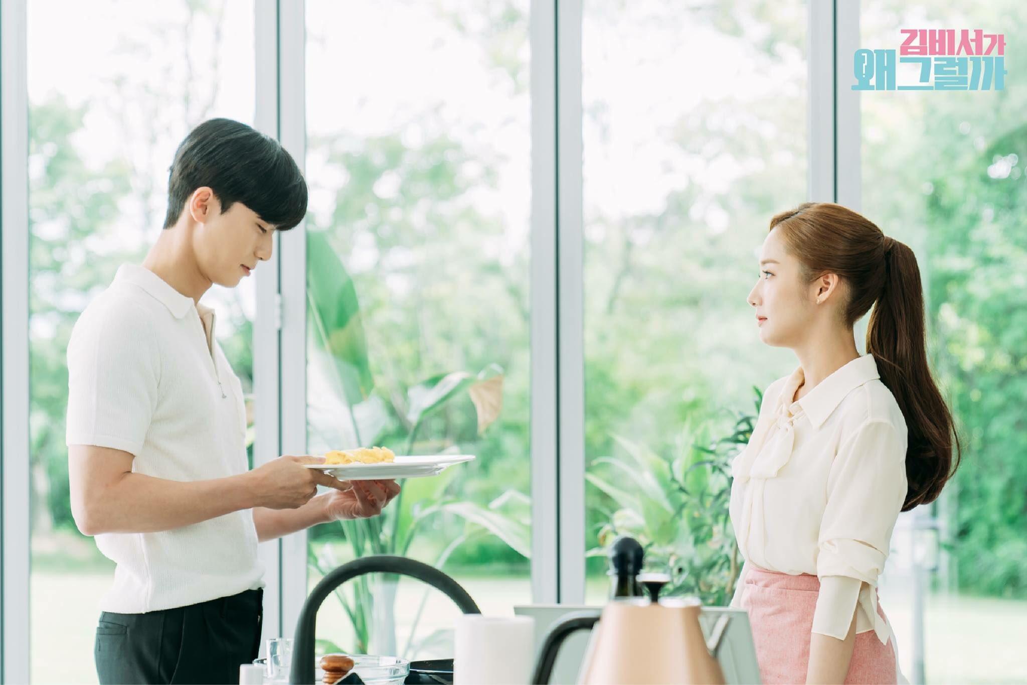 Thư ký Kim lần đầu tự tay nấu bữa sáng tình yêu cho Park Seo Joon - Ảnh 2.