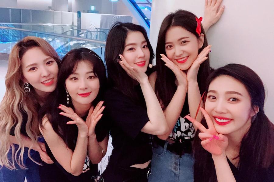 Red Velvet appear on