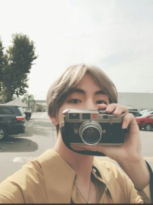 8 K-Pop Idols Who Could Be Professional Photographers | Soompi