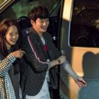 """Song Ji Hyo And Park Shi Hoo Can't Stop Having Fun Behind The Scenes In """"Lovely Horribly"""""""