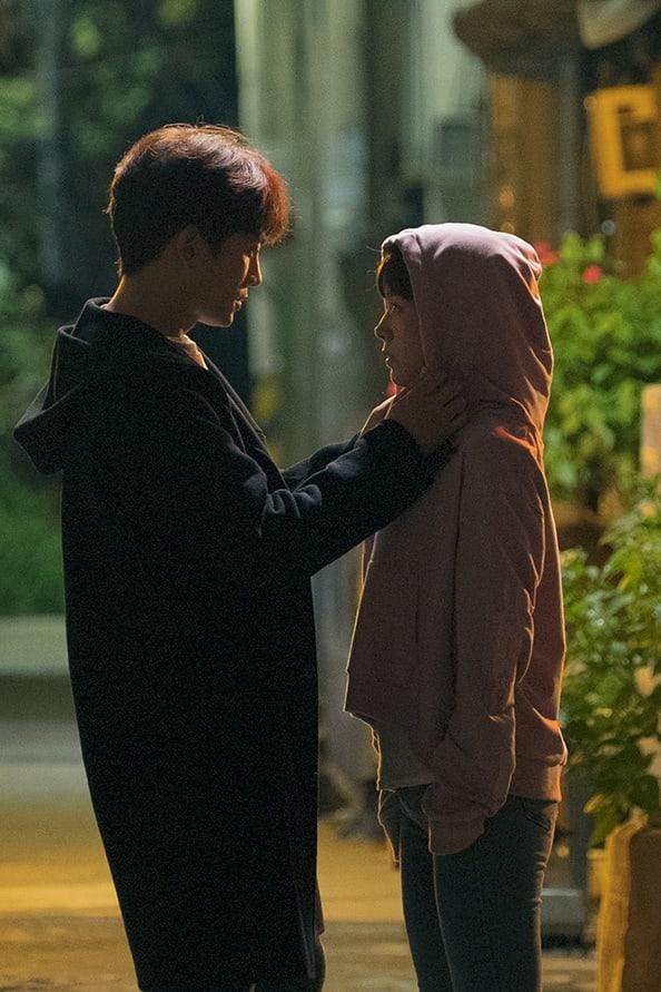 Nụ hôn đầu tiên của Ji Sung - Han Ji Min lên sóng nhưng fan lại gọi hồn Lee Bo Young - Ảnh 6.