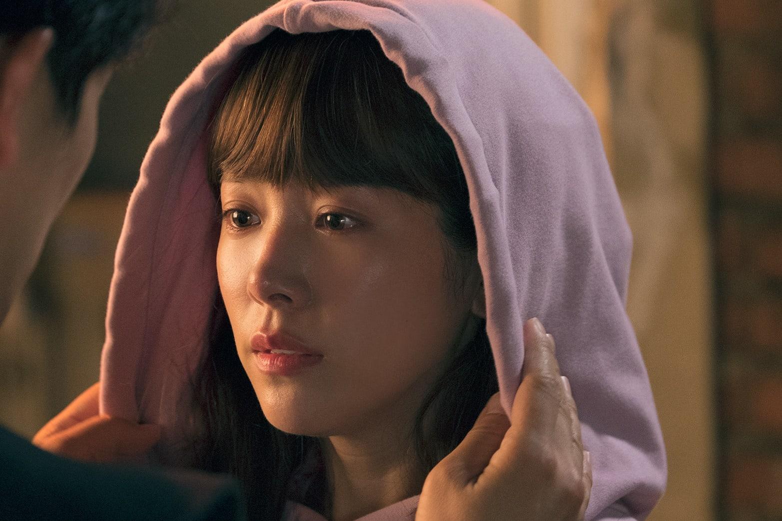 Nụ hôn đầu tiên của Ji Sung - Han Ji Min lên sóng nhưng fan lại gọi hồn Lee Bo Young - Ảnh 4.
