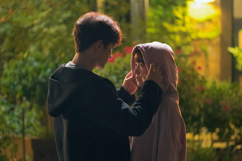 Nụ hôn đầu tiên của Ji Sung - Han Ji Min lên sóng nhưng fan lại gọi hồn Lee Bo Young - Ảnh 7.