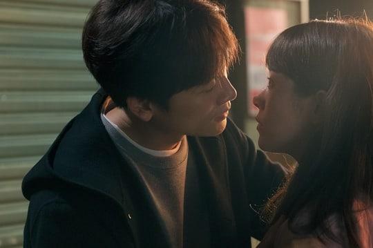 Nụ hôn đầu tiên của Ji Sung - Han Ji Min lên sóng nhưng fan lại gọi hồn Lee Bo Young - Ảnh 5.