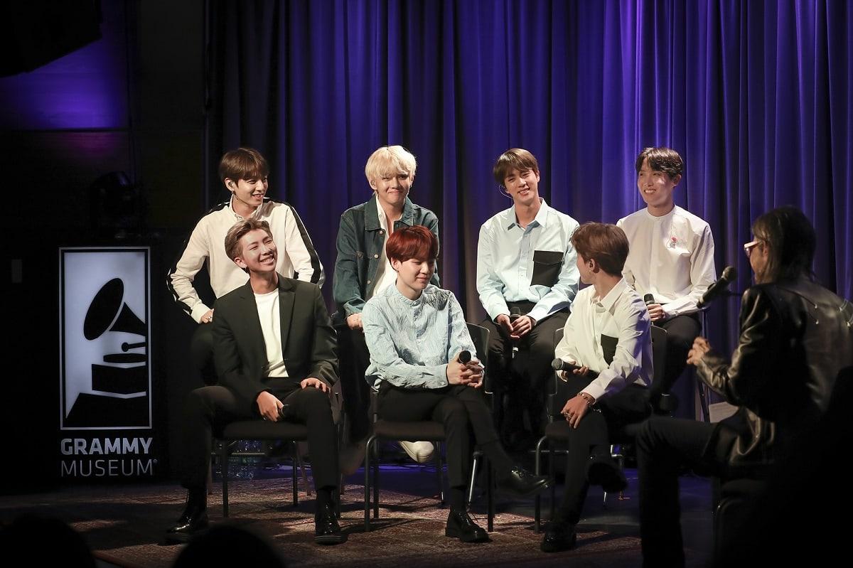 Wawancara BTS dengan direktur Museum Grammy