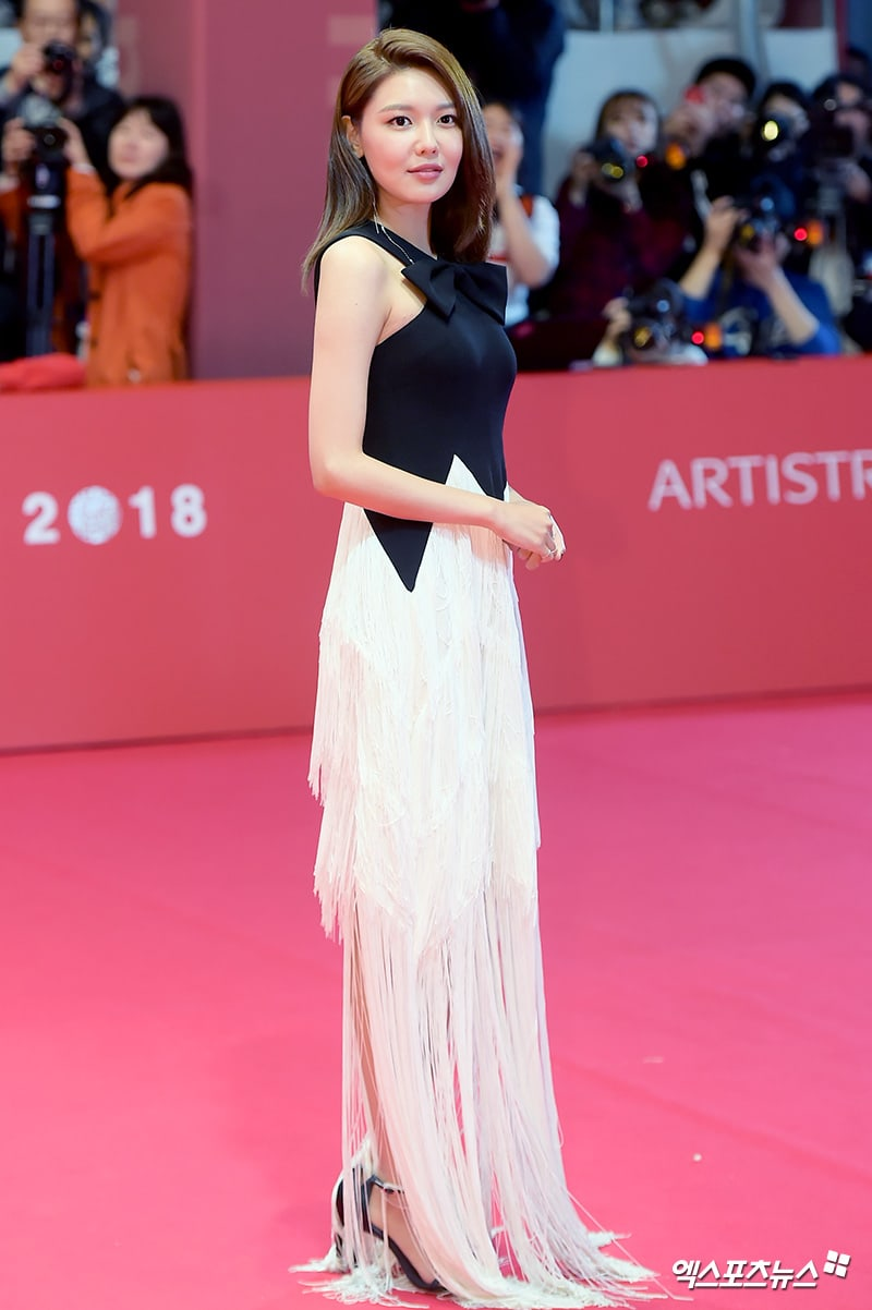 Busan Film Festival in pictures: Stars light up the red
