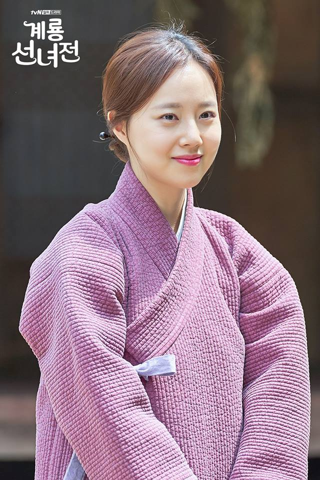https://0.soompi.io/wp-content/uploads/2018/10/10232938/Moon-Chae-Won-1.jpg