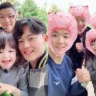 "Na Eun Meets Lee Seung Woo And More National Soccer Team Players In ""The Return Of Superman"""