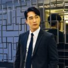 "Song Seung Heon Impresses With His Con Artist Transformations For ""The Player"""