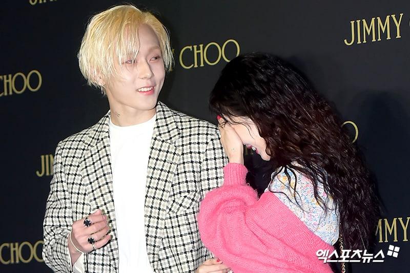 Seperti ini penampilan Hyuna dan E'Dawn saat datang ke event Jimmy Choo (dok. xsports news)