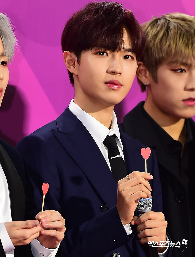 Estrellas iluminan la alfombra roja con sus looks en los 2018 Melon Music Awards 102