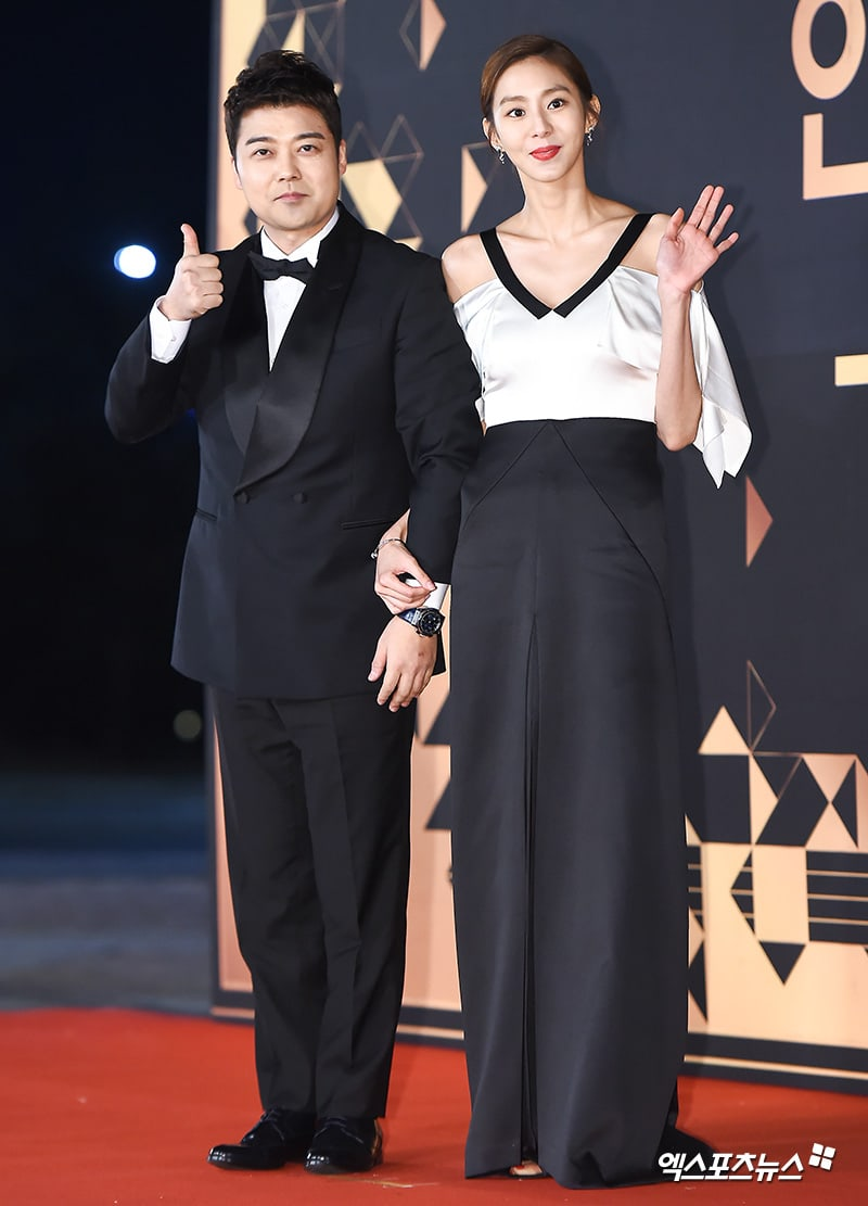Stars Look Glamorous On The Red Carpet At The 2018 KBS Drama