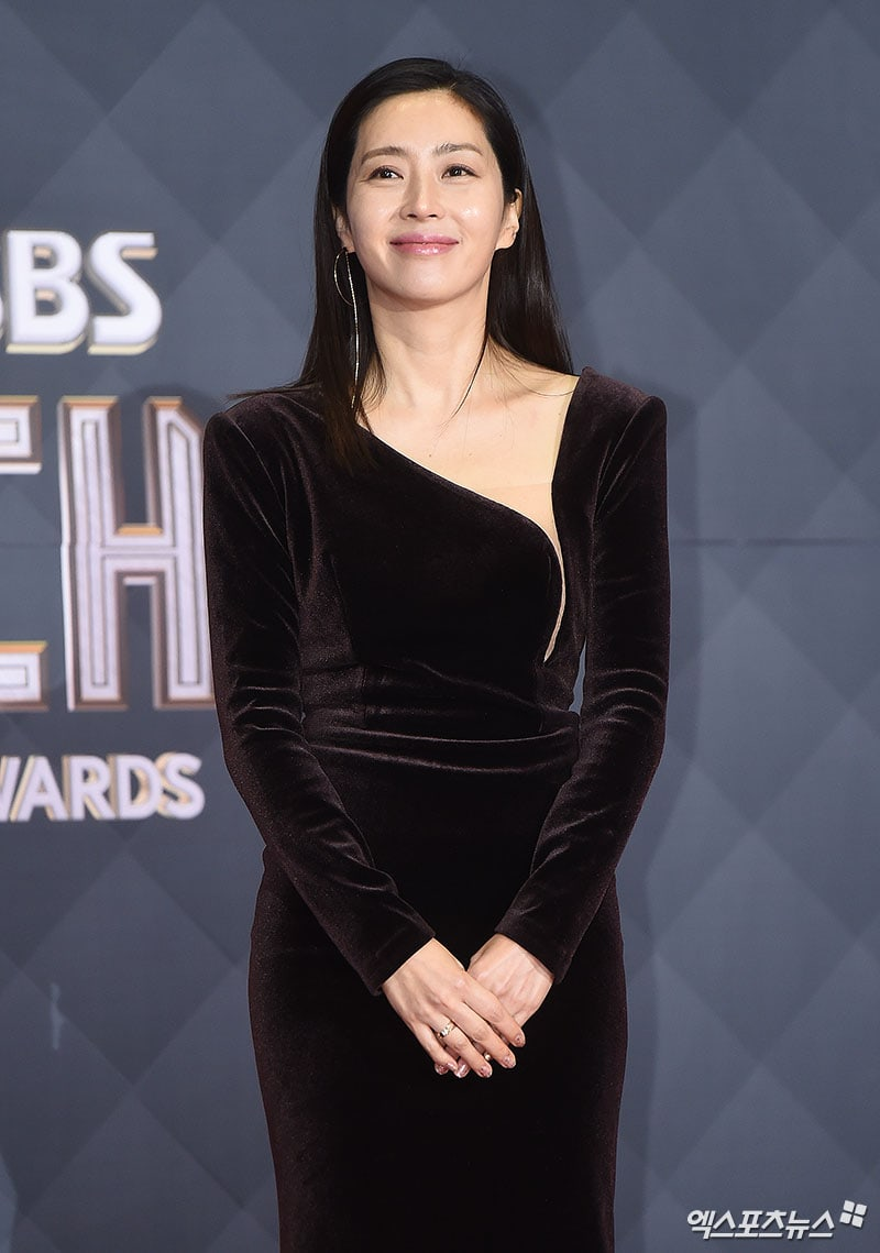 Stars Illuminate The Red Carpet At 2018 Sbs Drama Awards
