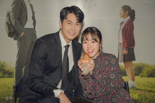 Jung Woo Sung And Kim Hyang Gi Celebrate 17-Year Reunion With An