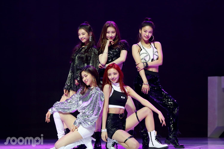 Single debut mereka DALLA DALLA terbukti sukses besar lho (dok. Soompi)
