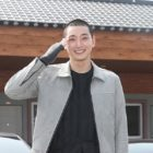 2AM's Jeong Jinwoon Enlists In The Military