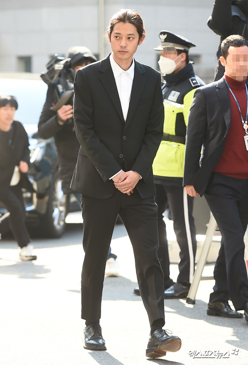 nouveau concept 23510 7f92f Watch: Jung Joon Young And Seungri Arrive At Police Station ...