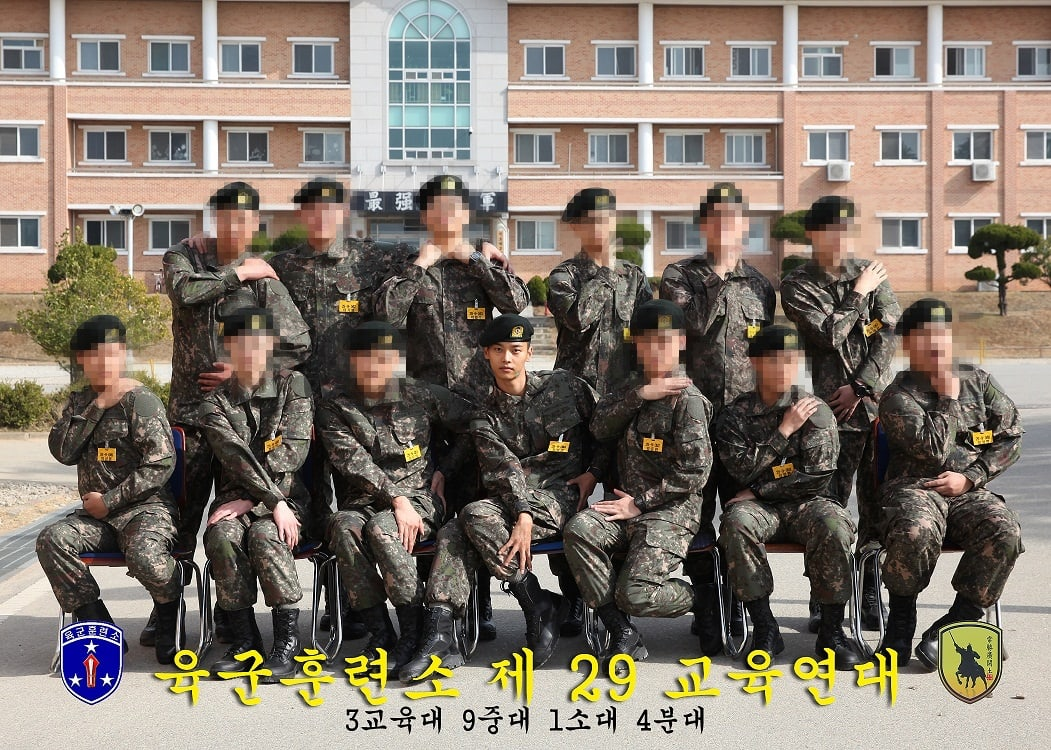 VIXX's N Poses Like A Model With Fellow Soldiers In Photo