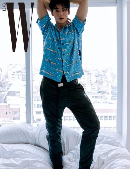Cha Eun Woo mempesona dalam pemotretan terbarunya dengan majalah W Korea (dok. W Korea)