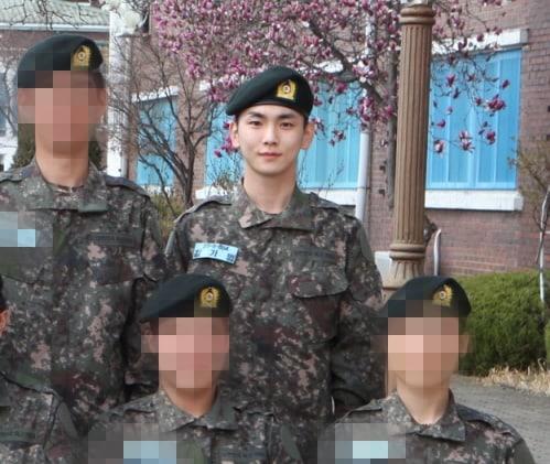 SHINee's Key And VIXX's N Look Healthy In New Military Photos | Soompi