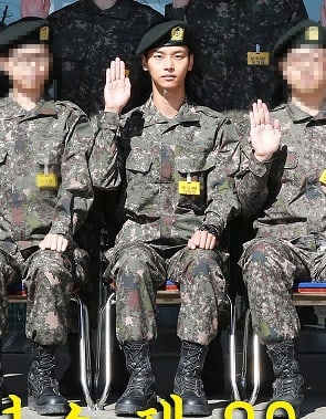SHINee's Key And VIXX's N Look Healthy In New Military Photos | Soompi