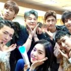 Members Of EXO, Red Velvet, TVXQ, And Super Junior Cheer On Super Junior D&E At Their Concert