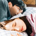 """Kim Jae Wook And Park Min Young Have An Intimate Pillow Moment In """"Her Private Life"""""""
