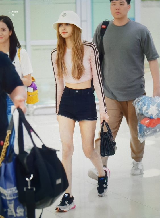 Queen Of Style Blackpink S Lisa S Off Duty Outfits To Inspire Your Wardrobe Soompi