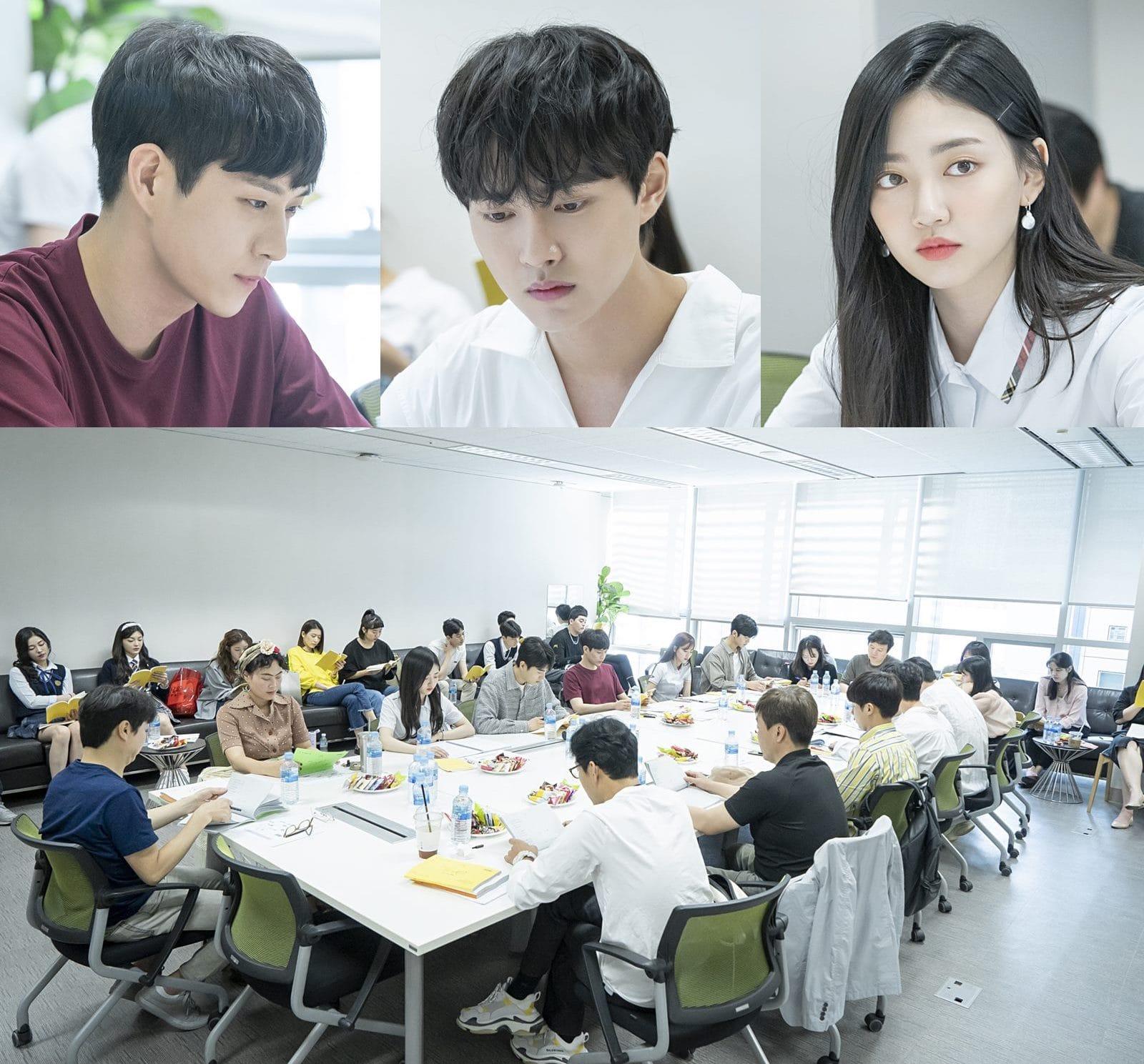 SF9's Rowoon, Kim Hye Yoon, APRIL's Naeun, And More Hold