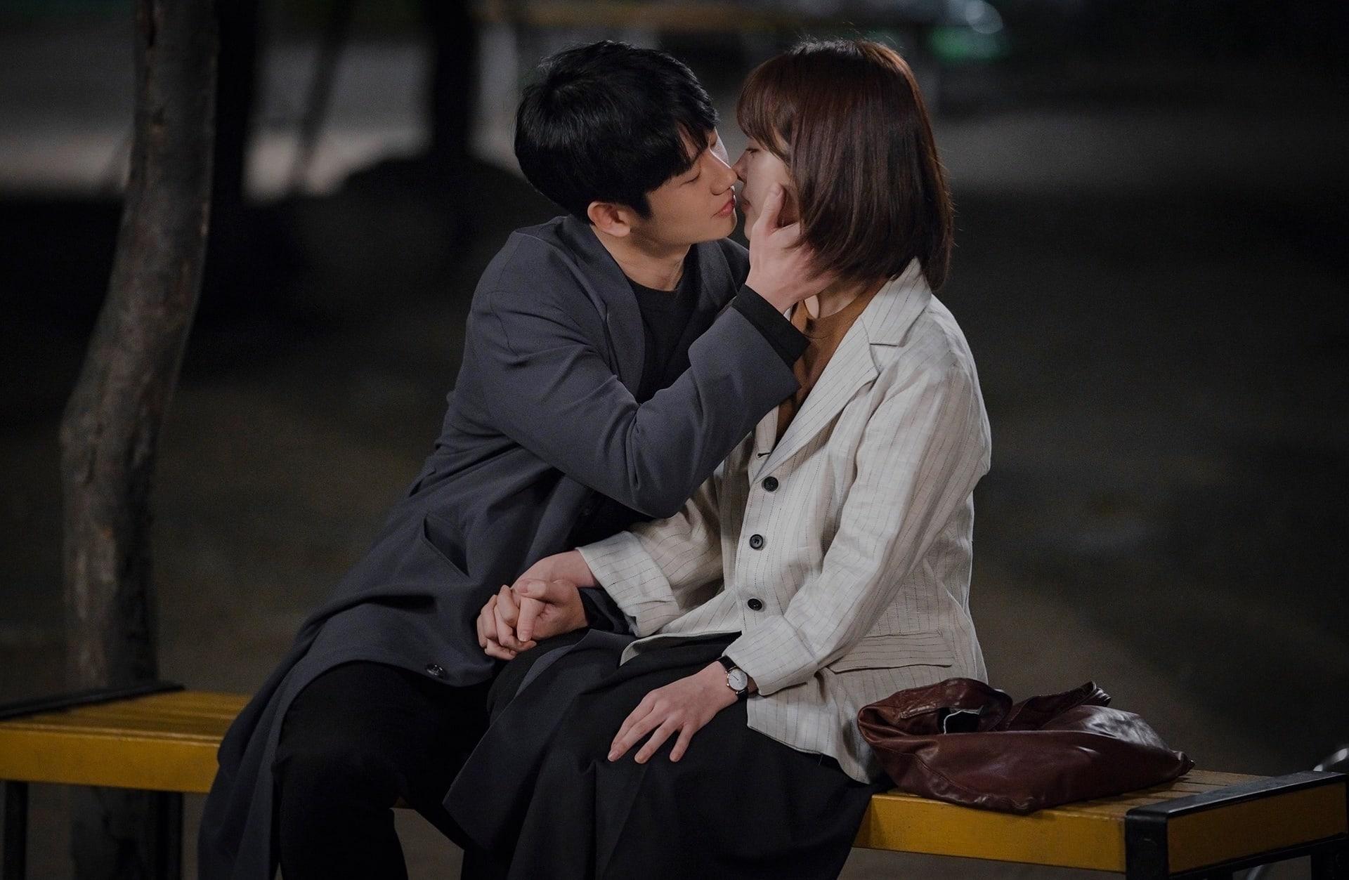 Jung-Hae-In-Han-Ji-Min-1.jpg