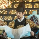 "Park Ki Woong Takes The Throne As Charismatic Crown Prince In ""Rookie Historian Goo Hae Ryung"""