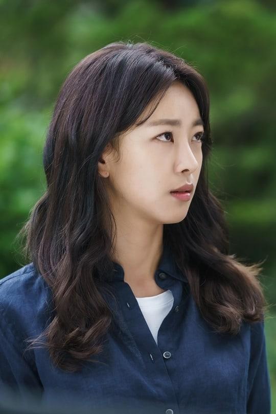 Kim Min Kyu Surprises Go Won Hee With Dramatic Kiss On