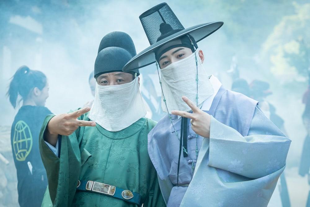 Shin SeKyung, Cha EunWoo trong những khung ảnh hậu trường tuyệt đẹp của Nhà sử học Goo HaeRyung ảnh 5