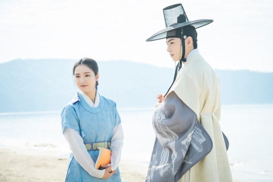 Shin SeKyung, Cha EunWoo trong những khung ảnh hậu trường tuyệt đẹp của Nhà sử học Goo HaeRyung ảnh 2
