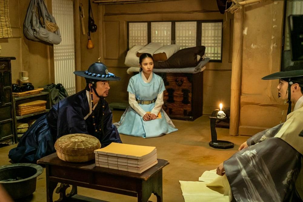 Shin SeKyung, Cha EunWoo trong những khung ảnh hậu trường tuyệt đẹp của Nhà sử học Goo HaeRyung ảnh 11